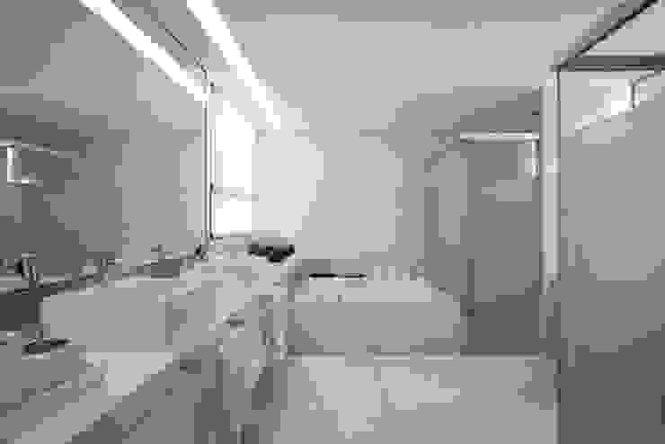 Residência T&L Banheiros modernos por Alessandra Contigli Arquitetura e Interiores Moderno