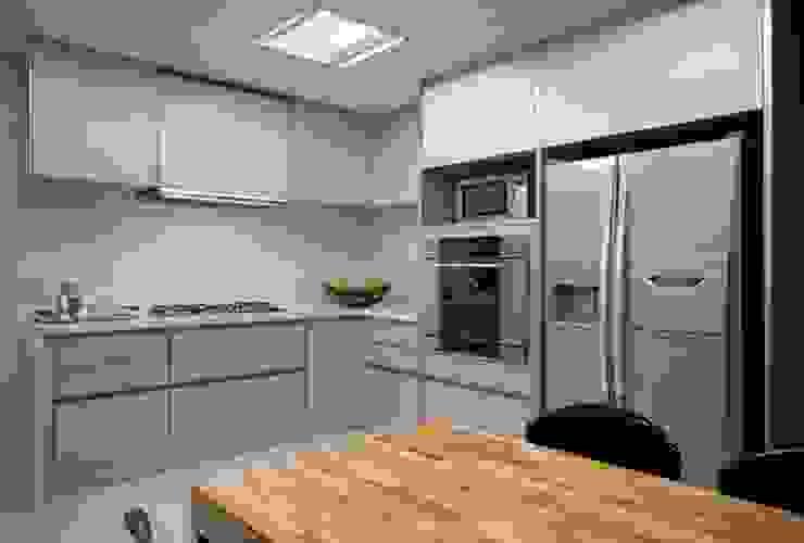 Residência T&L Cozinhas mediterrâneas por Alessandra Contigli Arquitetura e Interiores Mediterrâneo