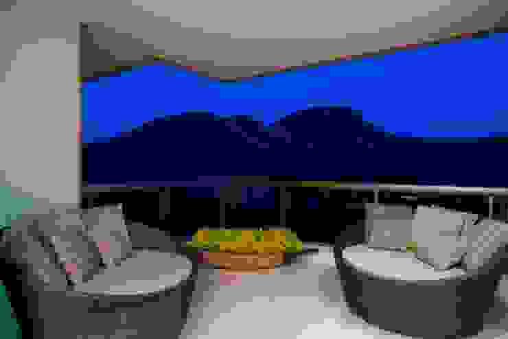 Residência T&L Varandas, alpendres e terraços modernos por Alessandra Contigli Arquitetura e Interiores Moderno