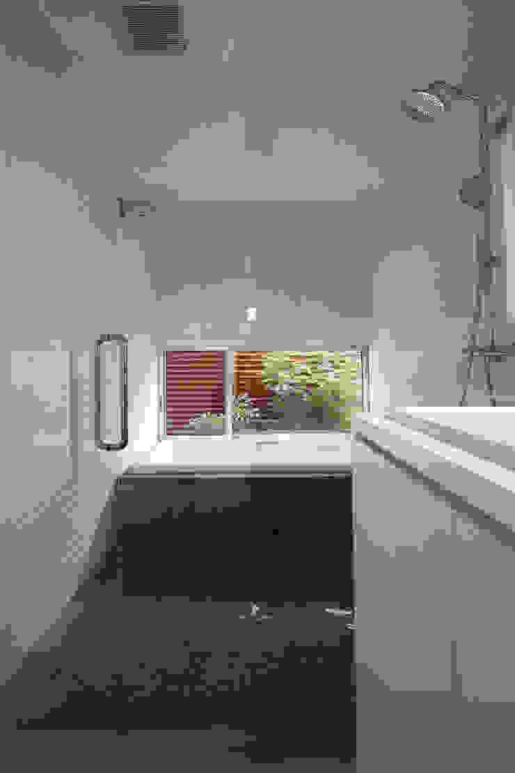 浴室 モダンスタイルの お風呂 の FCD モダン