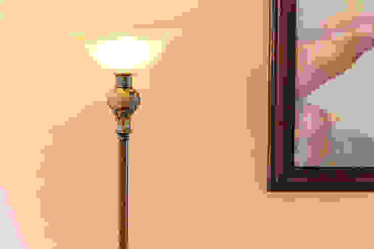 Lámpara art deco de Mikkael Kreis Architects Clásico