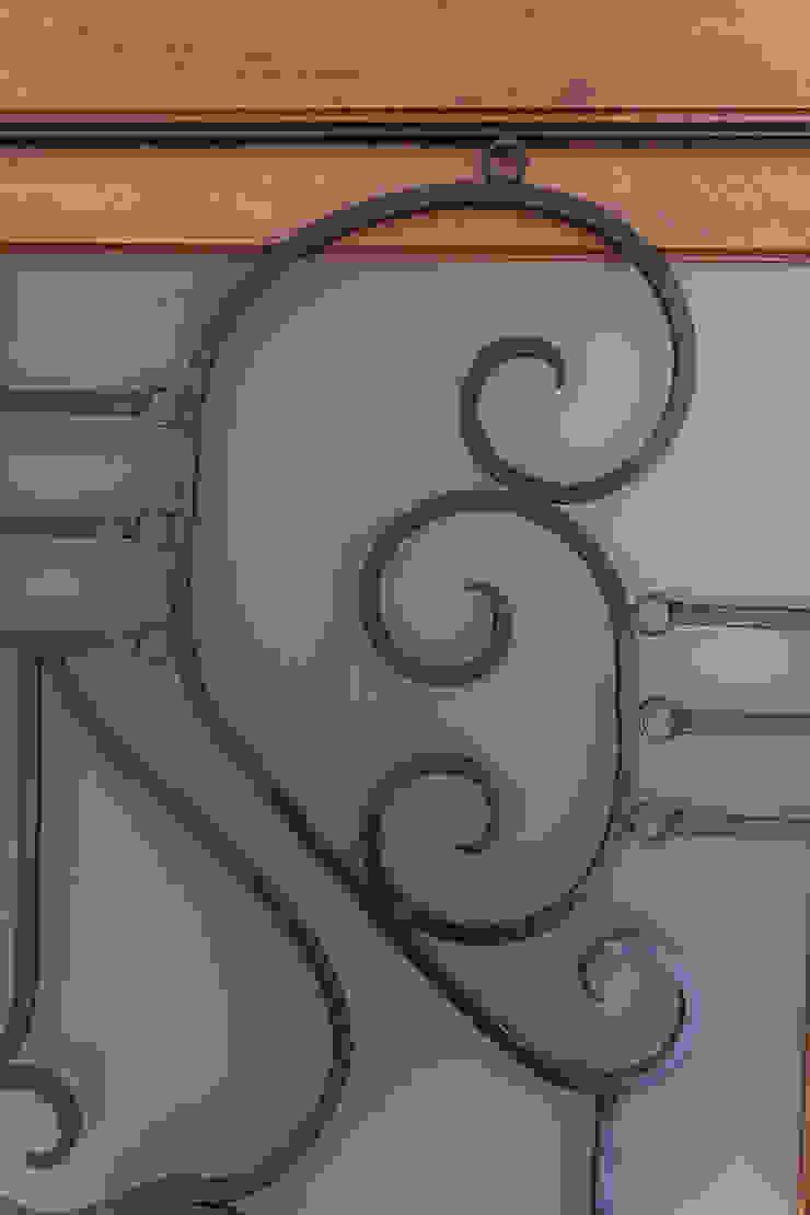 Herrería forjada a mano de Mikkael Kreis Architects Clásico