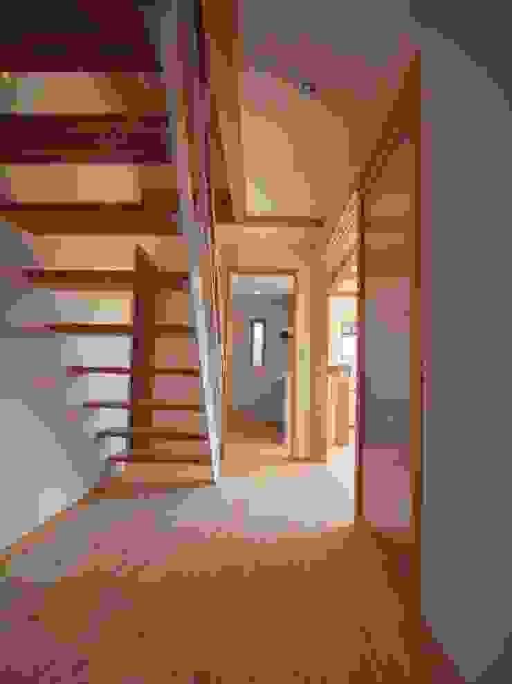 南鎌ヶ谷の家 モダンスタイルの 玄関&廊下&階段 の 麻生英之建築設計事務所 モダン