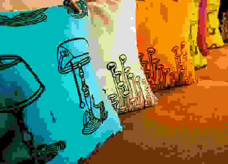 Chouchette – Cushions illustrated exclusively for Chouchette by artists Gabriela Vainsencher and Cristobal Dam : modern tarz , Modern