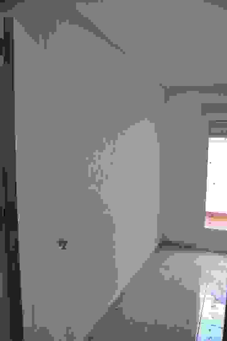 EL VERSÁTIL RECURSO DEL PAPEL PINTADO Dormitorios de estilo clásico de MIMESIS INTERIORISMO Clásico