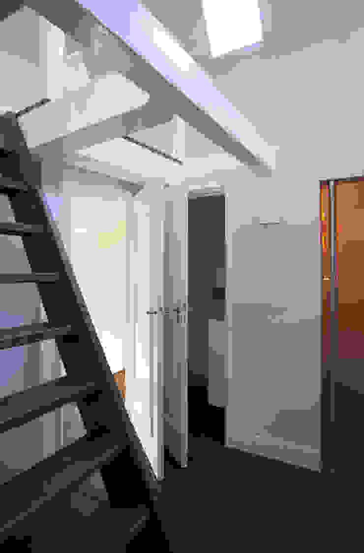 Project I Moderne gangen, hallen & trappenhuizen van Proest Interior Modern
