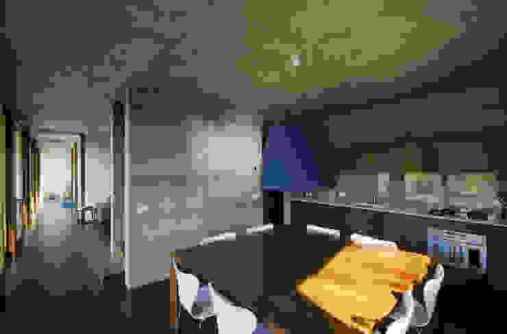Casa per le vacanze a Pettenasco Cucina moderna di PRR Architetti - Stefano Rigoni Sara Pivetta Stefania Restelli Moderno