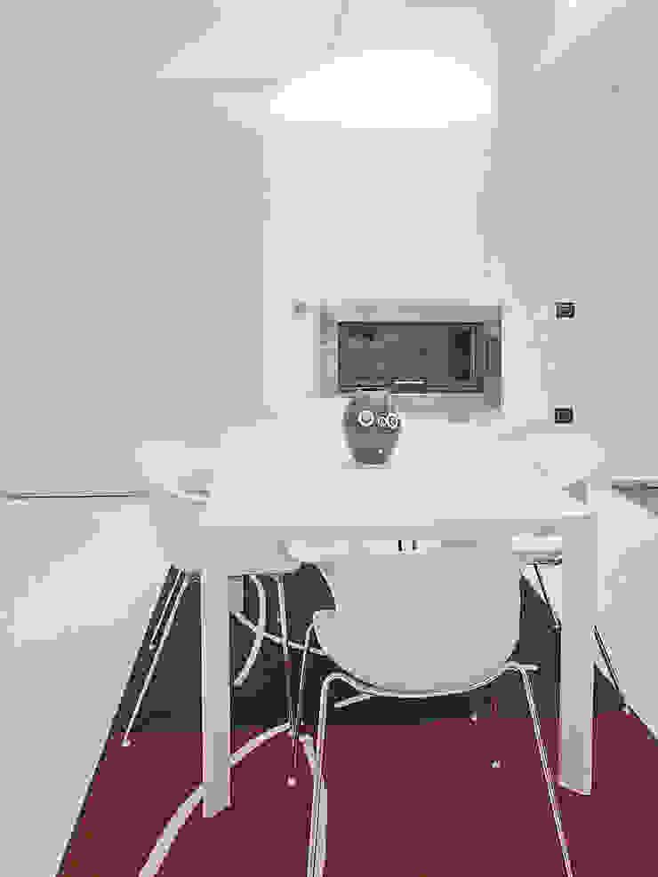 Deca House Cucina minimalista di ATRE HOME Minimalista