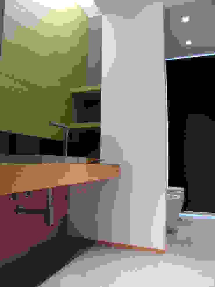 Bagno 1 Bagno minimalista di VZSTUDIO architettura Minimalista