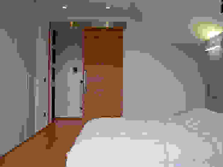 Camera 2 Camera da letto minimalista di VZSTUDIO architettura Minimalista