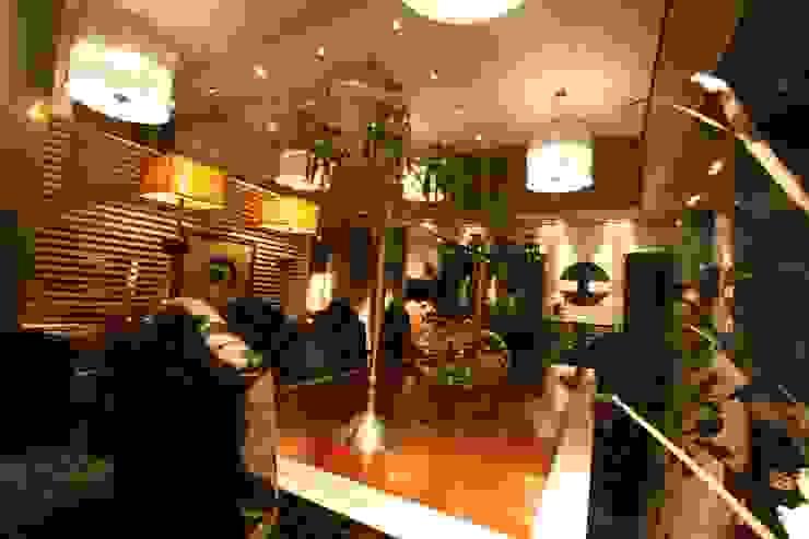 SHOWROOM ALVARO LINARES EN CADIZ ESPAÑA Oficinas y tiendas de estilo clásico de ALVARO LINARES INTERIORES Clásico