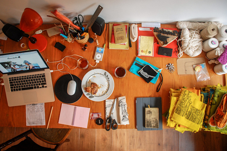 Chouchette – Chouchette's work table at the atelier:  tarz Ev İçi