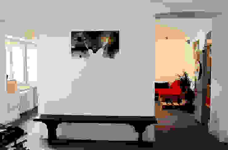 Ingresso Ingresso, Corridoio & Scale in stile minimalista di Aulaquattro Minimalista