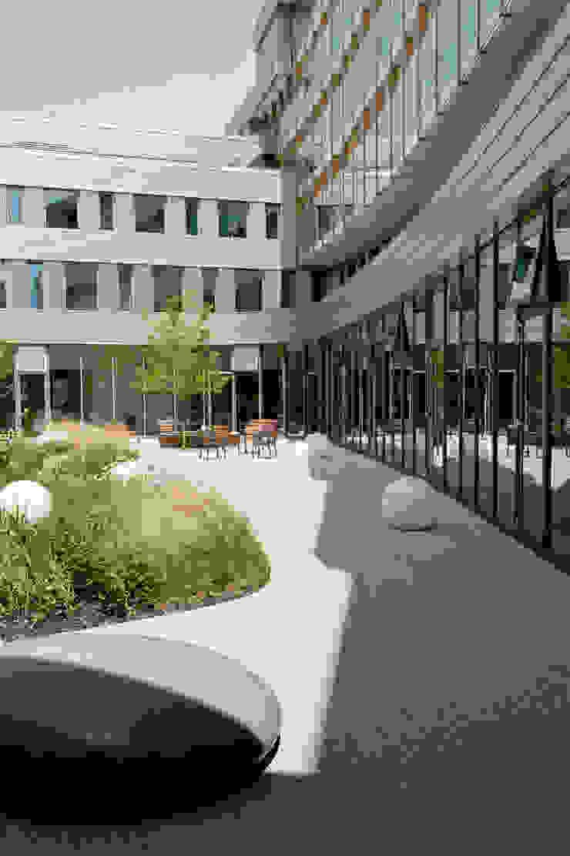 Cliniques modernes par Andrew van Egmond (ontwerp van tuin en landschap) Moderne