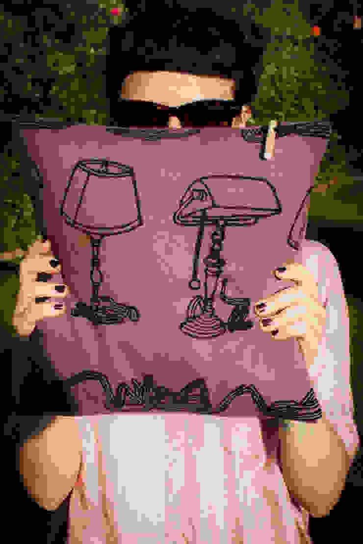 Chouchette – Chouchette cushion. Illustration 'Lamp' by artist Gabriela Vainsencher: modern tarz , Modern