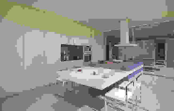 Cocinas de estilo minimalista de EVA   evolutionary architecture Minimalista