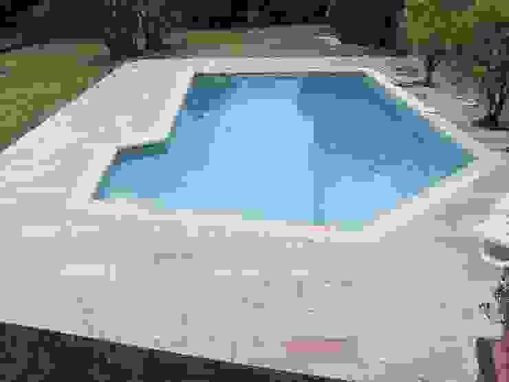 Plage de piscine en pierre de Bourgogne Beaunotte. par Ateliers Pierre de Bourgogne Éclectique