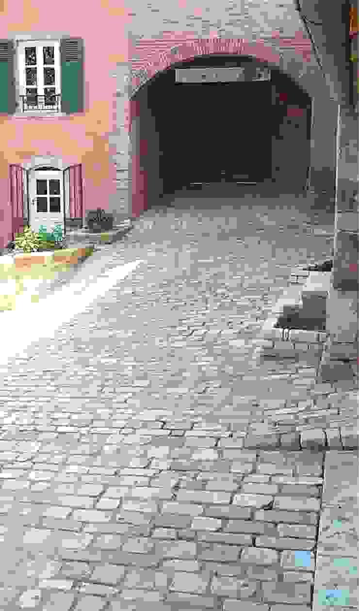 Pavés vieillis Cîteaux en pierre naturelle de Bourgogne par Ateliers Pierre de Bourgogne Éclectique