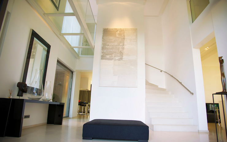 Hall d'entrée Couloir, entrée, escaliers minimalistes par GUILLAUME DA SILVA ARCHITECTURE INTERIEURE Minimaliste