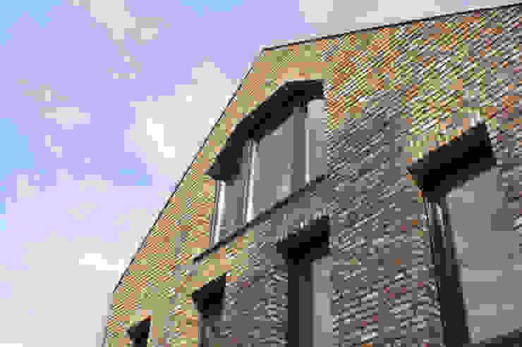 Abbruchklinker Moderne Häuser von z-plus-architektur Modern