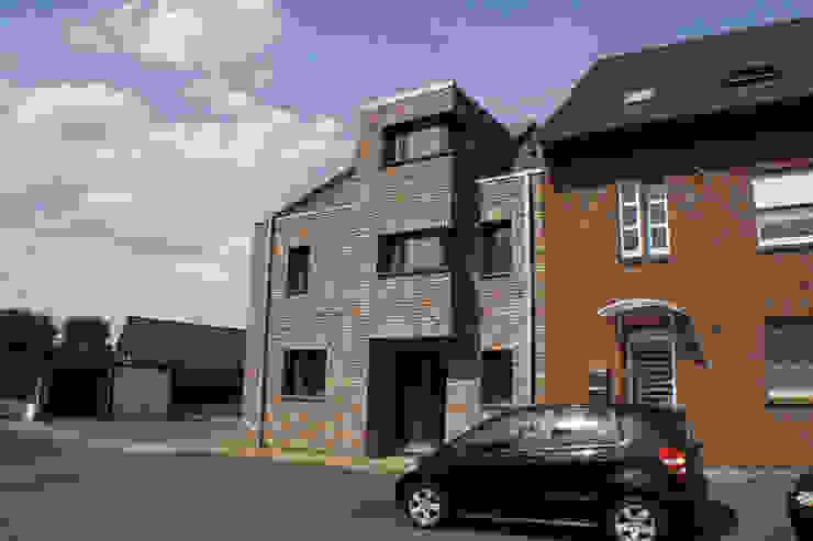 Straßenfassade Moderne Häuser von z-plus-architektur Modern
