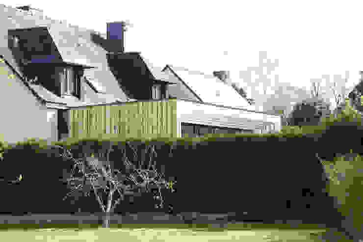 Minimalist house by ONZIEME ETAGE SARL d'architecture Minimalist