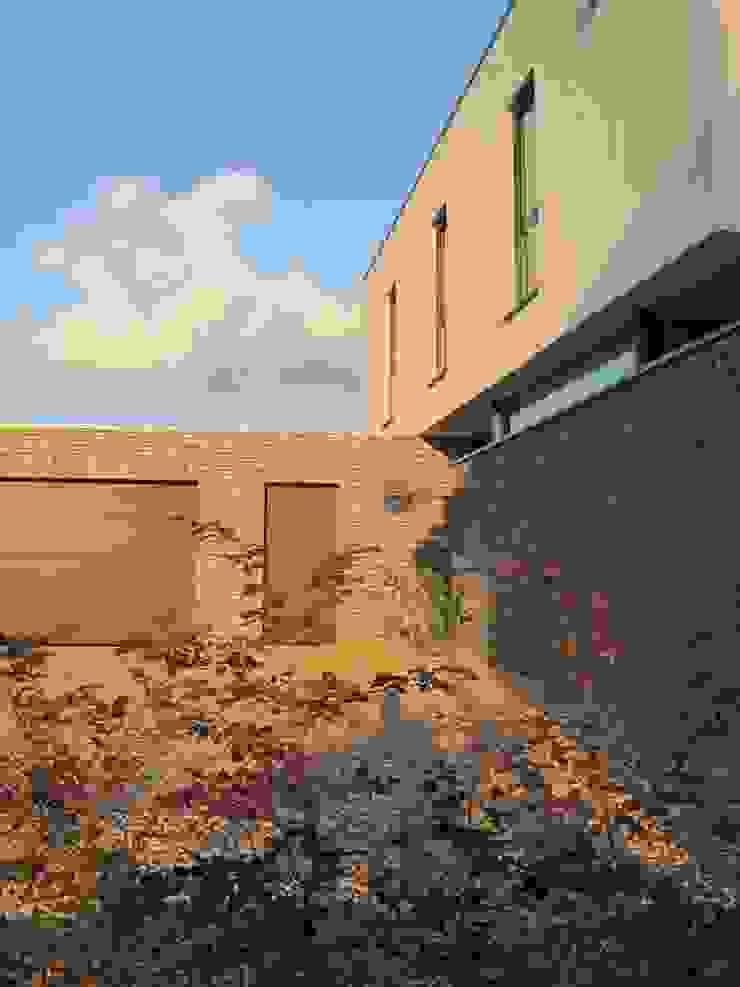Straßenansicht Moderne Häuser von z-plus-architektur Modern