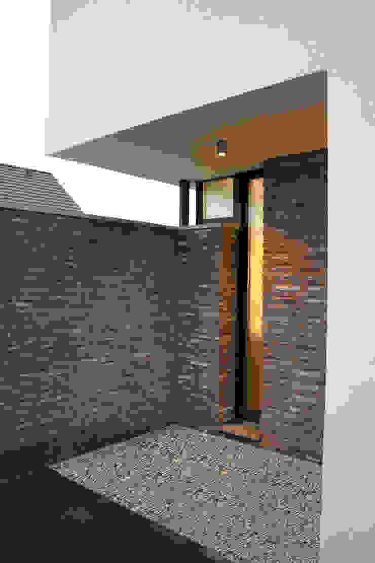Eckdetail Hausfassade Moderne Häuser von z-plus-architektur Modern