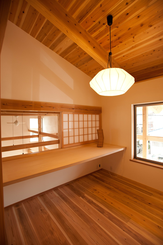 木造伝統工法のF邸 和風デザインの 多目的室 の 建築設計事務所 山田屋 和風