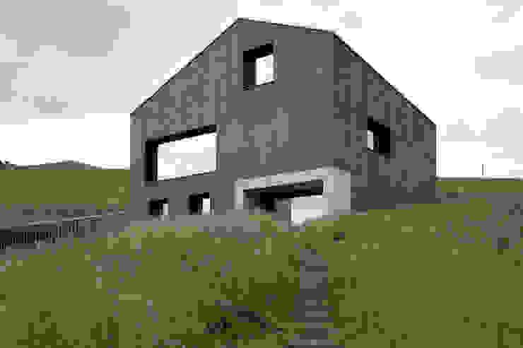 Modern houses by Hurst Song Architekten Modern