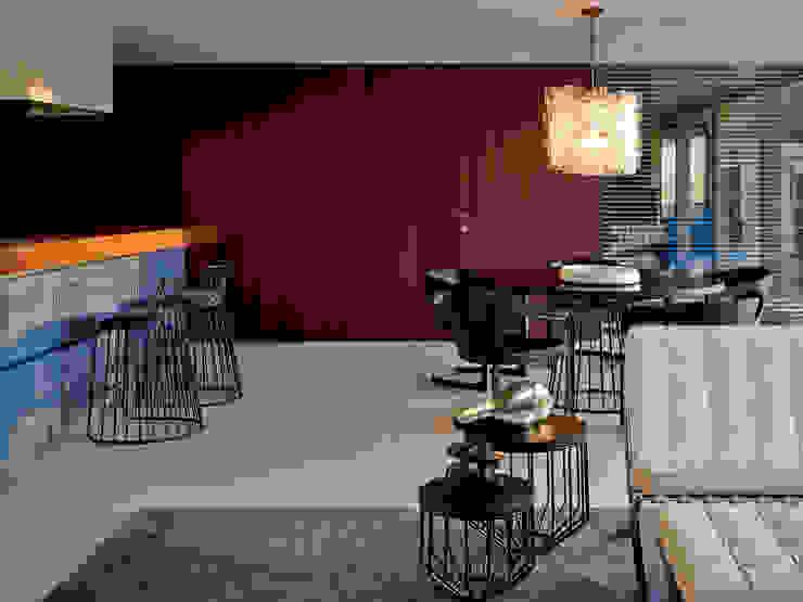 Minimalist dining room by Bernd Gruber Kitzbühel Minimalist