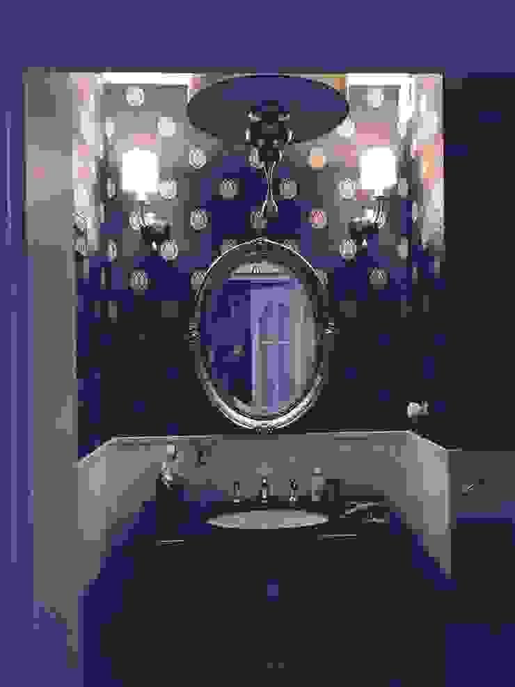 toaleta gościnna ,ponieważ jest to miejsce w którym dość krótko się przebywa ,pozwoliłam sobie użyć ciemnej okładziny Klasyczna łazienka od livinghome wnętrza Katarzyna Sybilska Klasyczny