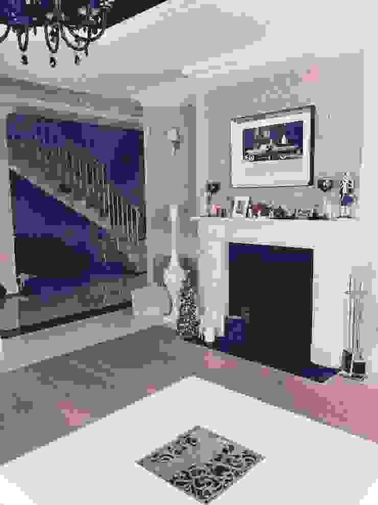 Classic style living room by livinghome wnętrza Katarzyna Sybilska Classic
