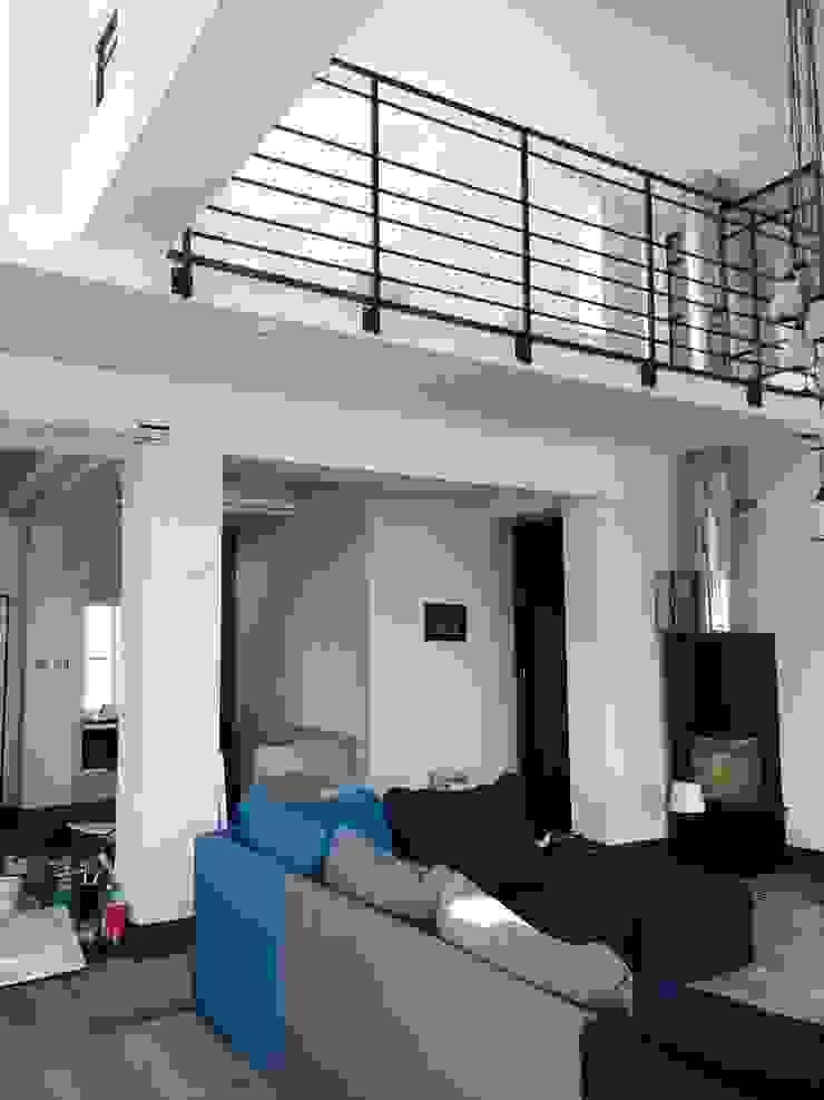 Industriële woonkamers van livinghome wnętrza Katarzyna Sybilska Industrieel