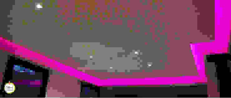 Ambiances lumineuses Salle multimédia moderne par BEst Domotique Moderne