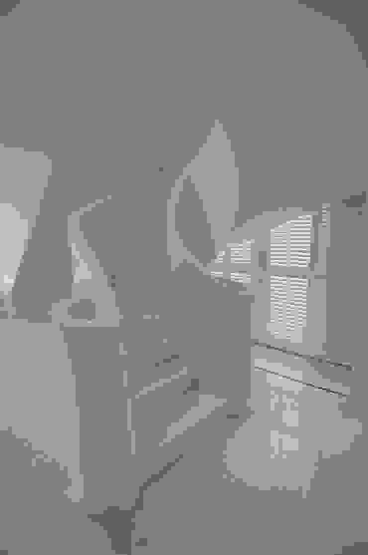 livinghome wnętrza Katarzyna Sybilska Vestíbulos, pasillos y escalerasEscaleras