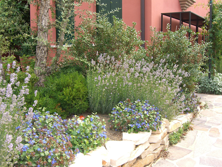 Taman Gaya Rustic Oleh giardini di lucrezia Rustic