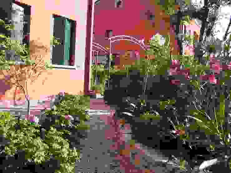 Garden by giardini di lucrezia, Rustic