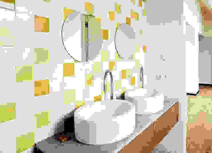 Casas de banho modernas por Konrad Muraszkiewicz Pracownia Architektoniczna Moderno
