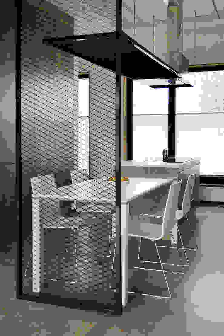 Salas de jantar industriais por Konrad Muraszkiewicz Pracownia Architektoniczna Industrial