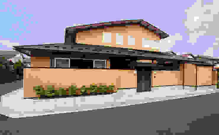 数寄屋風外観 クラシカルな 家 の 杉山真設計事務所 クラシック