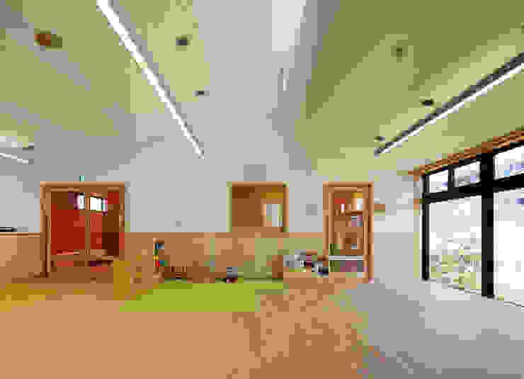 屋上庭園のある保育園(2F遊戯室) アジア風学校 の ユニップデザイン株式会社 一級建築士事務所 和風
