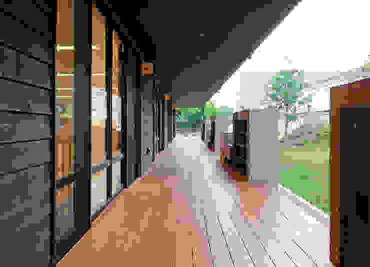 屋上庭園のある保育園(縁側) アジア風学校 の ユニップデザイン株式会社 一級建築士事務所 和風