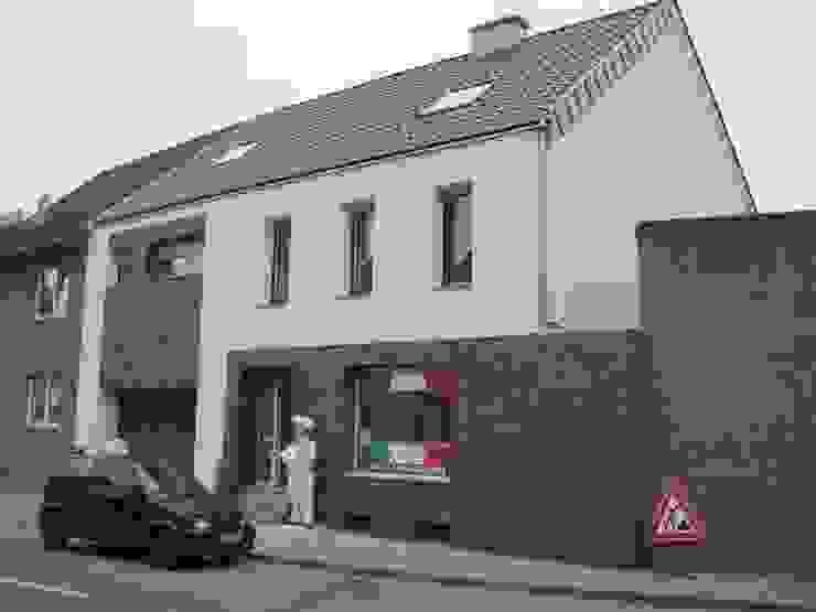 Straßenansicht neu Moderne Häuser von z-plus-architektur Modern
