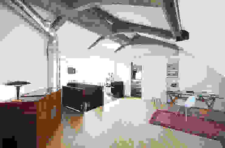 Moderne woonkamers van andrea borri architetti Modern