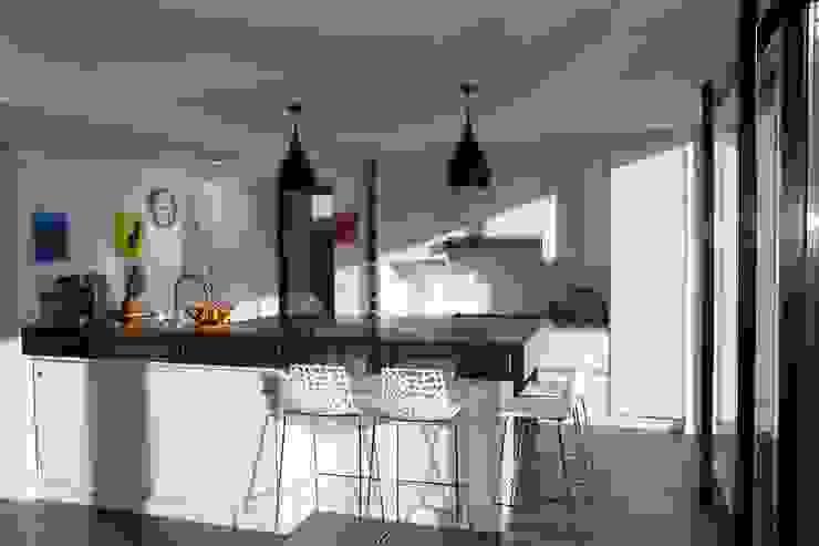 ENGAWA Extension en milieu pavillonnaire par ONZIEME ETAGE SARL d'architecture Minimaliste