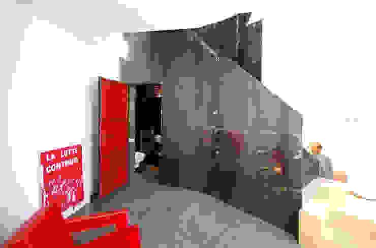 Modern Corridor, Hallway and Staircase by andrea borri architetti Modern
