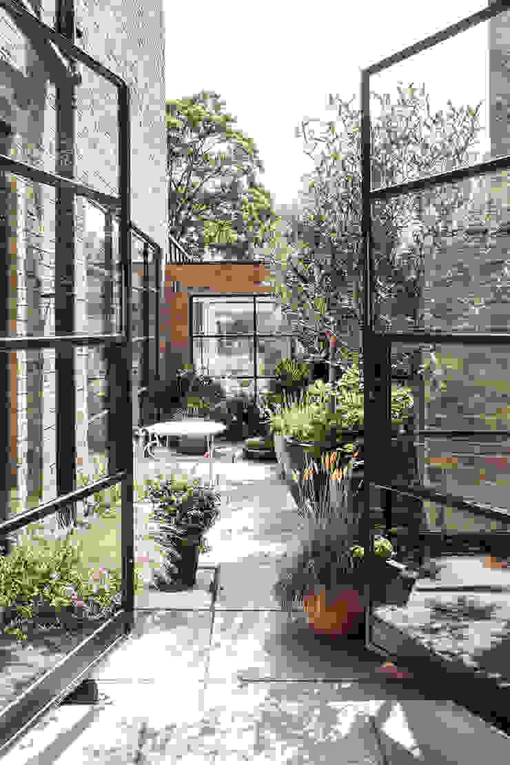 Friern Road, London Red Squirrel Architects Ltd Modern balcony, veranda & terrace