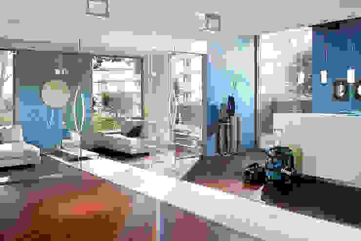 Hoteles de estilo moderno de Schmiedhaus - Ökologische Baustoffhandel - Lehmputz u.v.m. Moderno