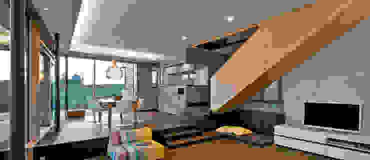 Wohnzimmer und Ausblick Moderne Wohnzimmer von Kauffmann Theilig & Partner, Freie Architekten BDA Modern